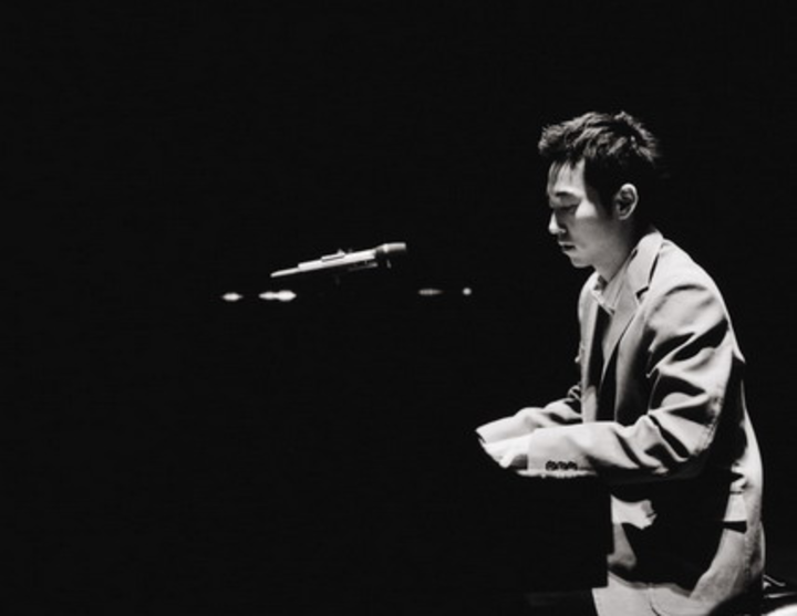 Yiruma(이루마) – River Flows in You, who has been number one on the U.S. Billboard Classic chart for 11 weeks.